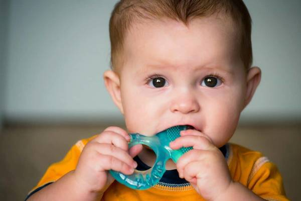 A partir de quelle age bebe a besoin anneau dentition